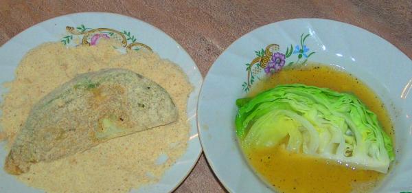 Капуста, яйца, сухари — вот и всё, что требуется для приготовления идеальной быстрой закуски. Подруги рецепт с руками отрывают!