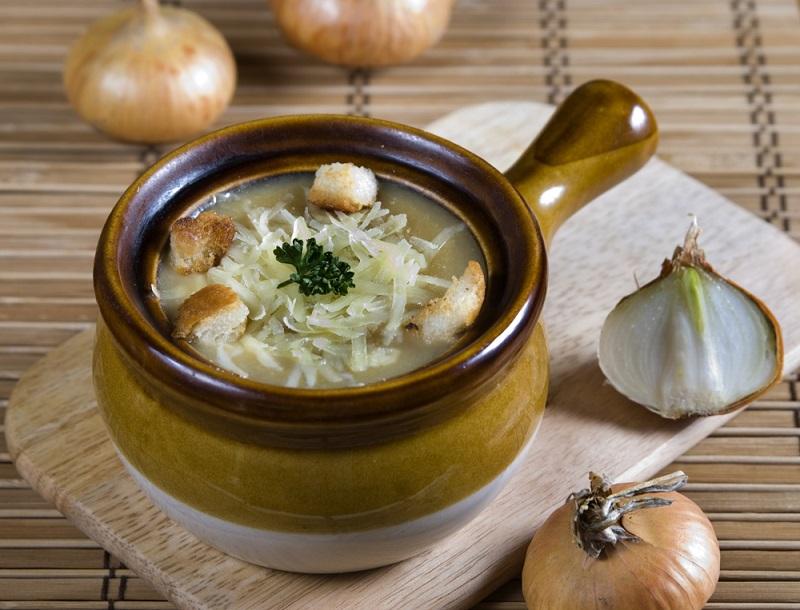 Бросаю луковую шелуху в суп, и вы тоже станете так делать, проворные хозяюшки! Удивительные и малоизвестные свойства лука