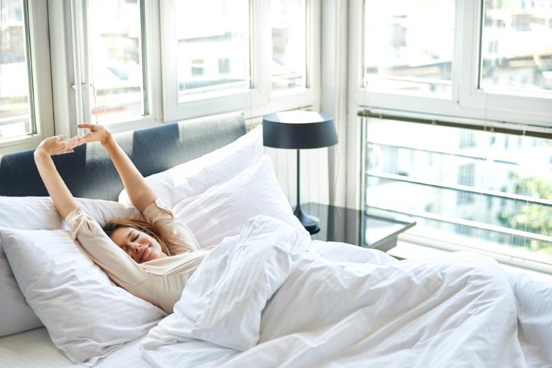 Разминаю косточки прямо в постели, поясницу как подменили, не болит уже 2 месяца. Читать всем, кто не может отскрести себя от подушки