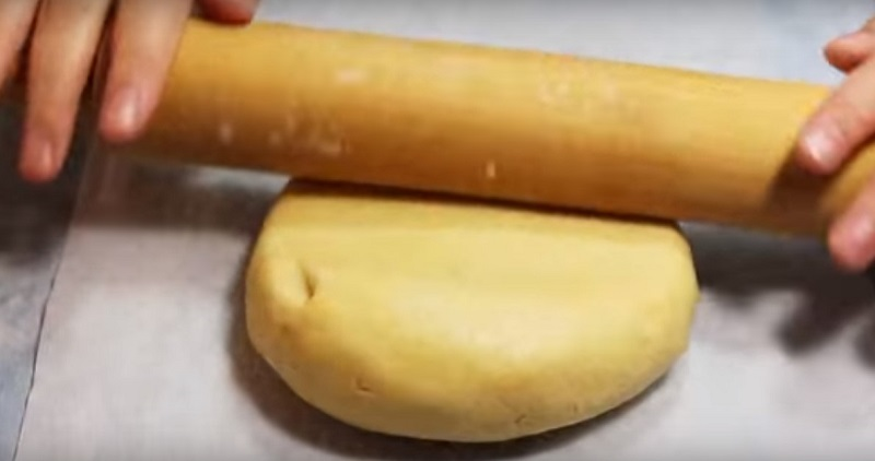 Рулет из нежного сметанного теста с яблоками: вечность не черствеет. Лучше любой шарлотки