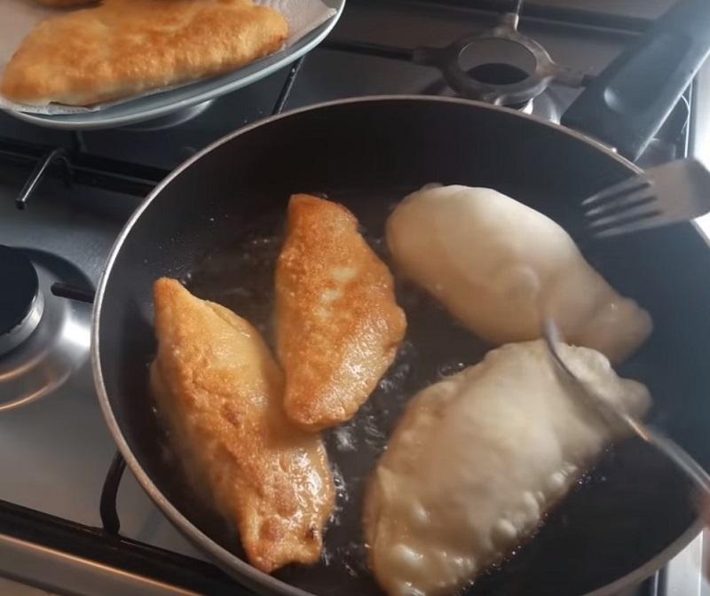Рецепт пирожков с капустой без яиц