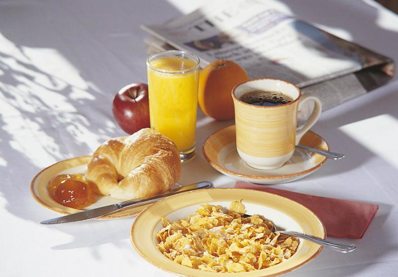 Булочки к завтраку: 5 любимых рецептов. Быстрое приготовление без сложного замеса.