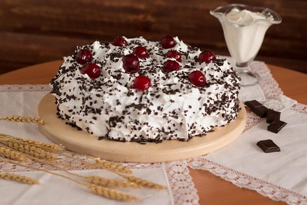 Три рецепта торта с вишнями на все случаи жизни