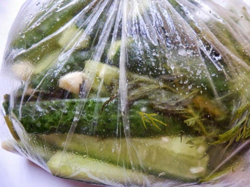 Рецепт малосольных огурцов в пакете за три часа