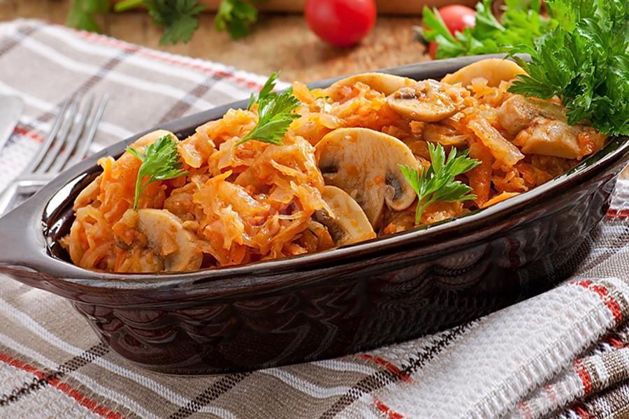 Как приготовить ароматную тушеную капусту: 10 кулинарных трюков