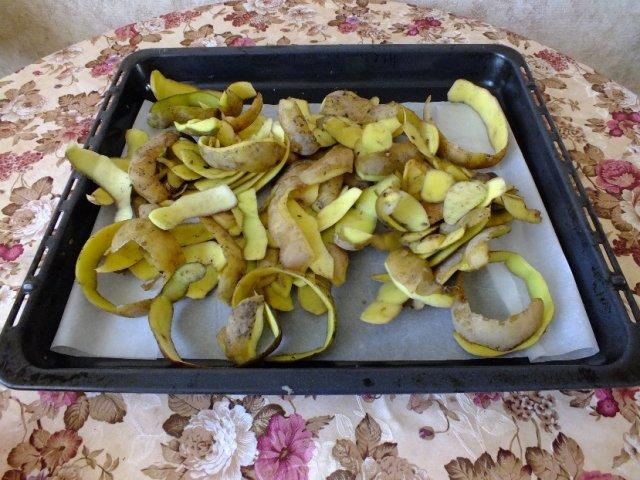 Картофельные очистки: чем полезны и как их использовать на даче