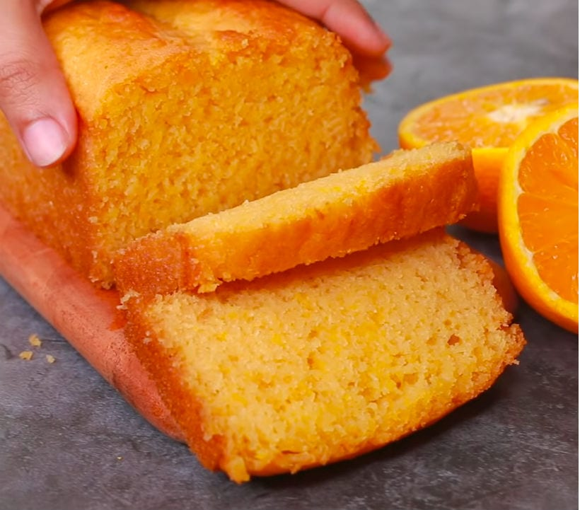 Без яиц и без духовки: мягкий и ароматный цитрусовый кекс из 1 апельсина