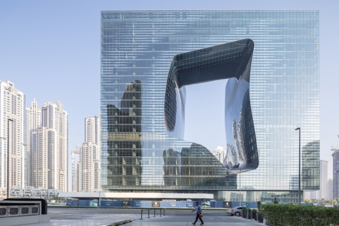 В Дубае закончилось строительство экстраординарного отеля, спроектированного Захой Хадид