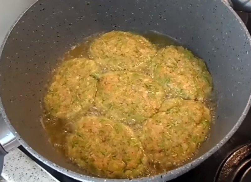 Рецепт малокалорийных котлет из кабачков