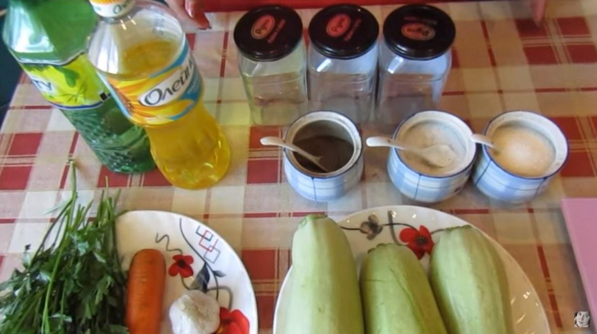 Салат из кабачков на зиму. По вкусу как маринованные грибы.
