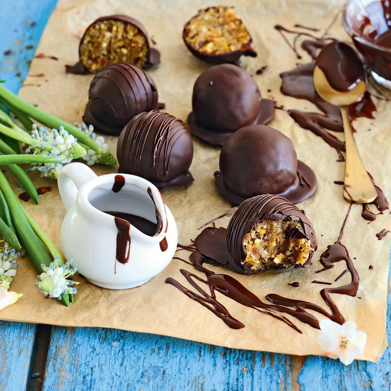 Конфеты из орехов, сухофруктов и горького шоколада