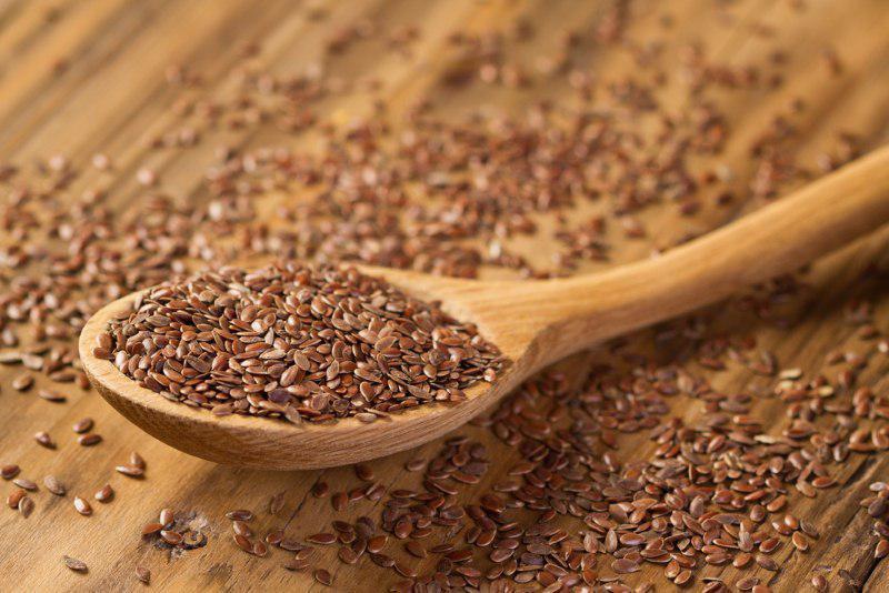 Жую семя льна натощак и запиваю водой (до завтрака). Хочу рассказать подробнее…