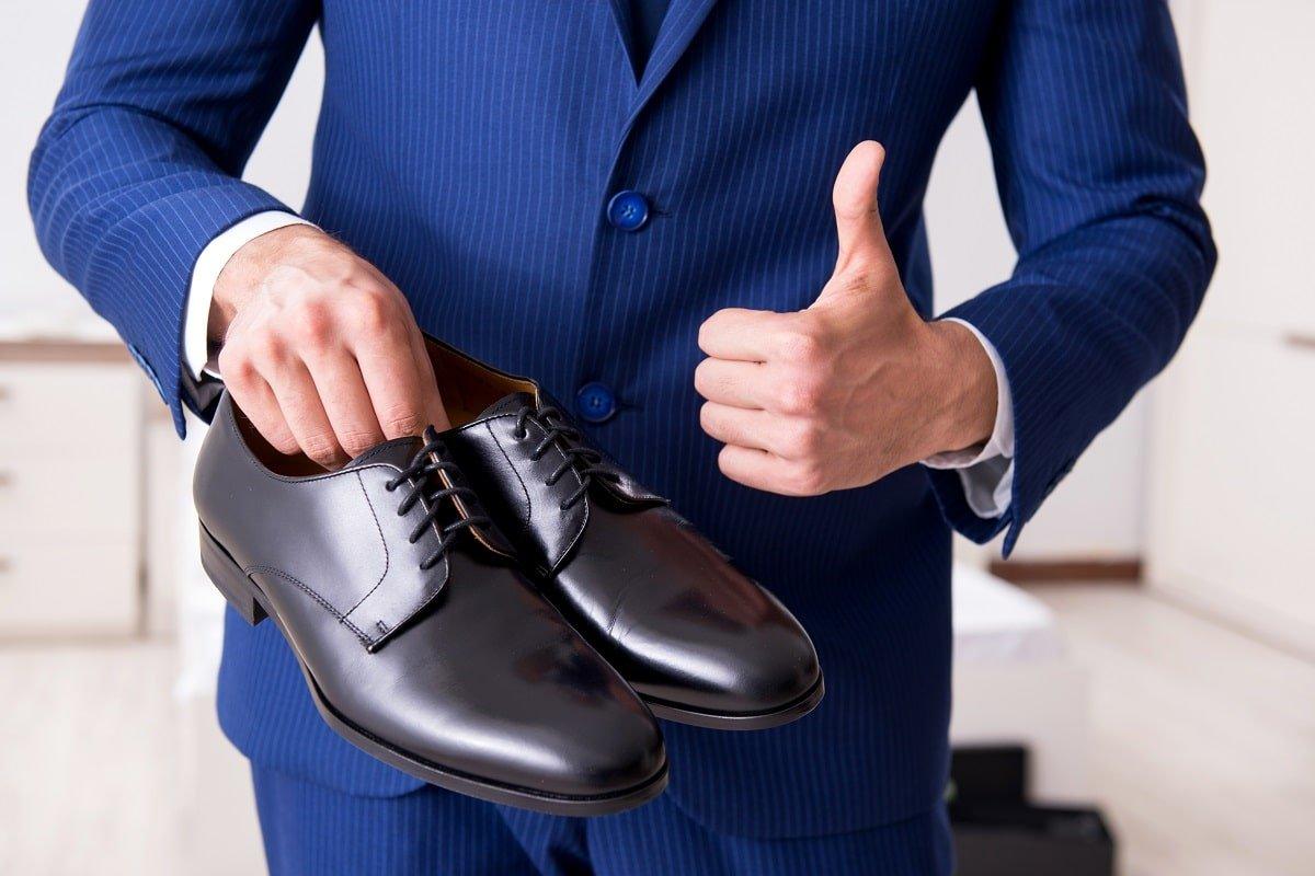 Продавец на рынке рассказал, как выбрать обувь без примерки