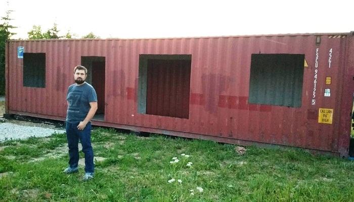 Если строить дом нельзя, но очень нужно: семья возвела жилье из контейнеров в Подмосковье