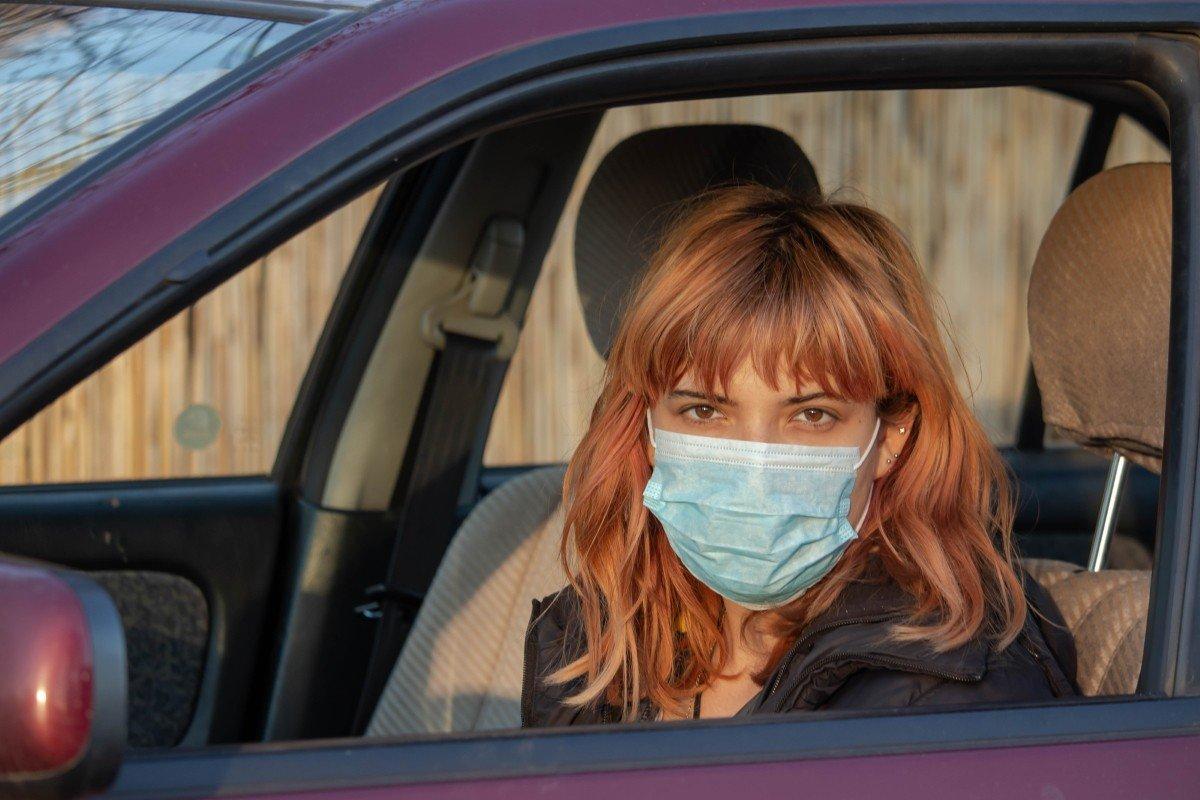 Неправильная сторона медицинской маски и как перестать делать ошибку, если носишь ее