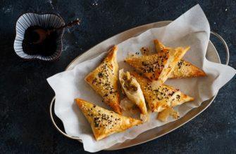 Бёреки-треугольнички с баклажанами и сыром