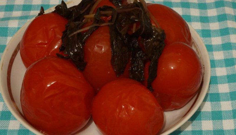 Маринованные помидоры по-итальянски — закуска потрясающей нежности. Идеальный баланс сладости и остроты.