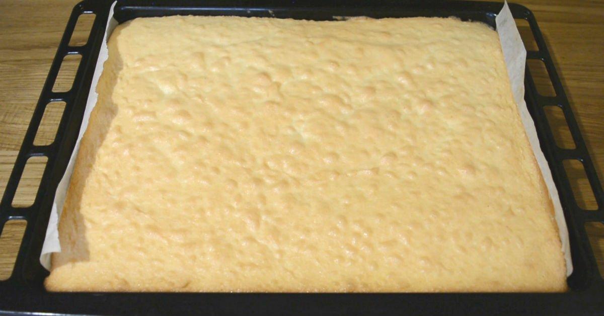 Новый удивляющий пирог с яблоками: мало теста, много начинки и хрустящая кокосовая посыпка!