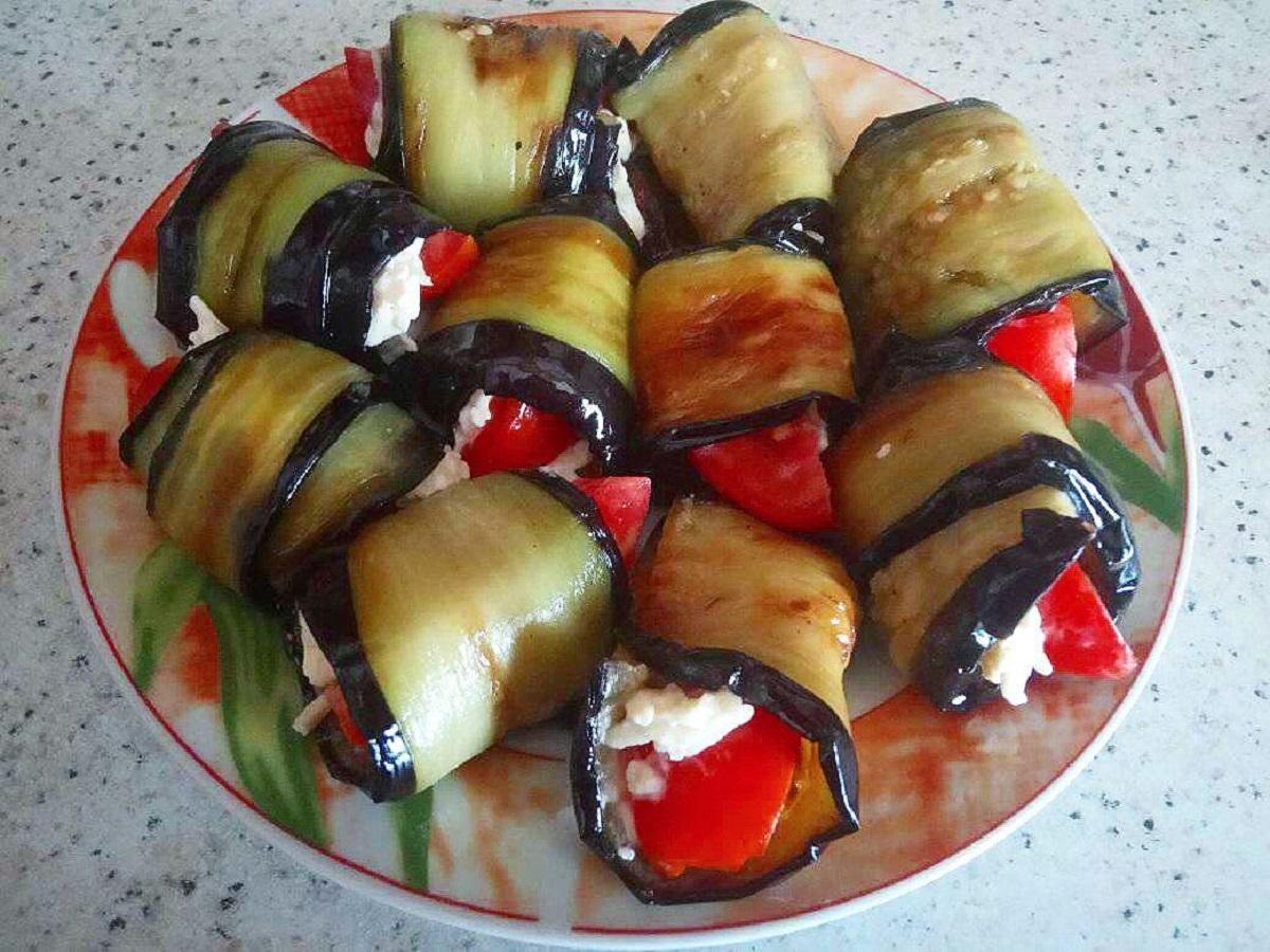 Рулетики из баклажанов с сыром и чесноком. Простой рецепт из маминой кулинарной книги.
