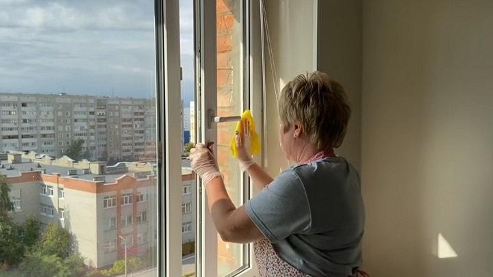 Моем окна и полы секретным способом. Ни пыли ни грязи долгое время.