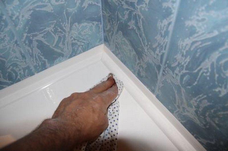 Зазор между ванной и стеной, или как забыть о растущей плесени в ванной