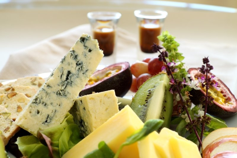 Почему не надо есть сыр с помидорами, или какие продукты питания не стоит сочетать
