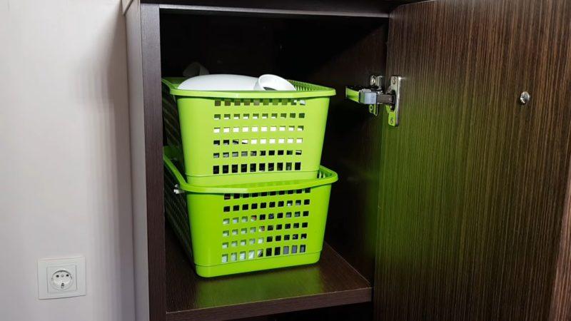 Необычные идеи органайзеров для кухни из обычных корзин
