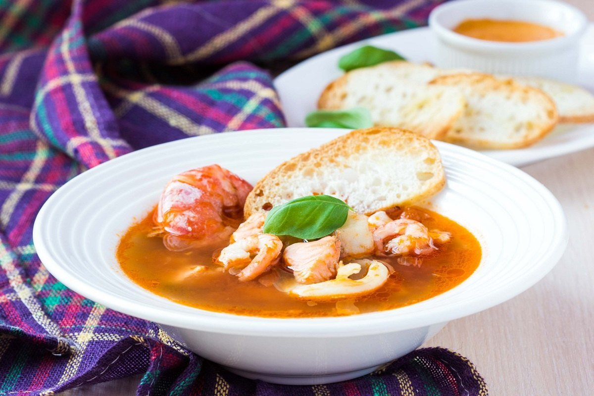Суп буйабес, согревающий как объятия молодого французского жениха