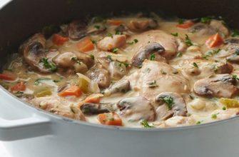 Как тушить курицу с грибами в приятном соусе