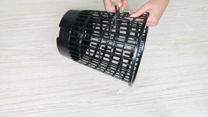 Стильный декор для кухни из простой корзины