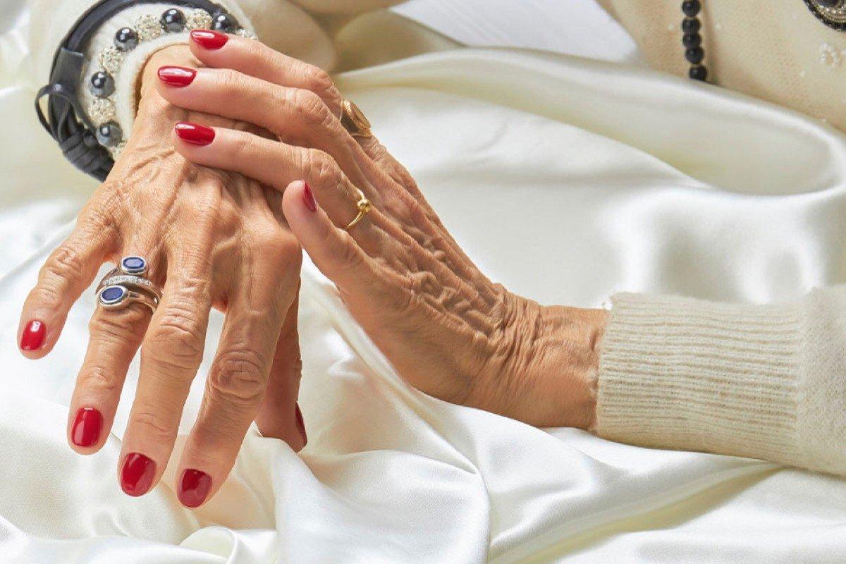 Какой смысл женщине после шестидесяти делать маникюр