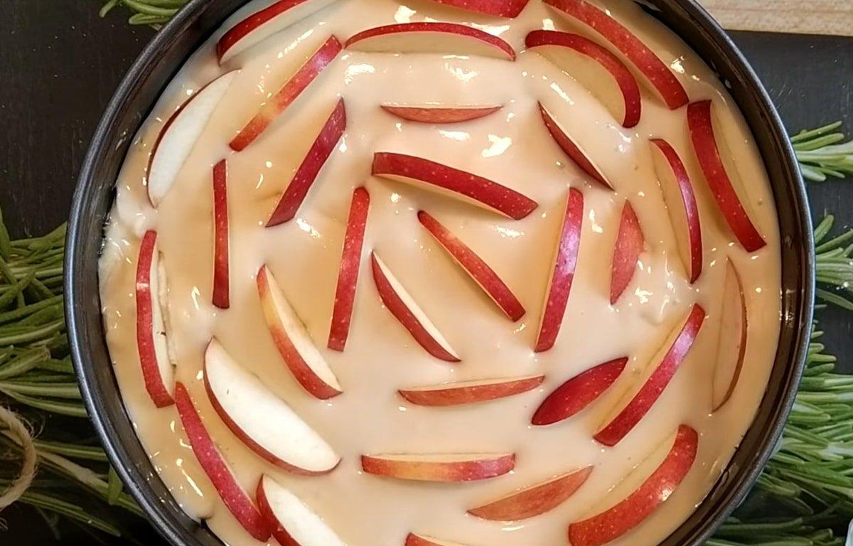 Почему шарлотка на кефире лучше классического бисквита