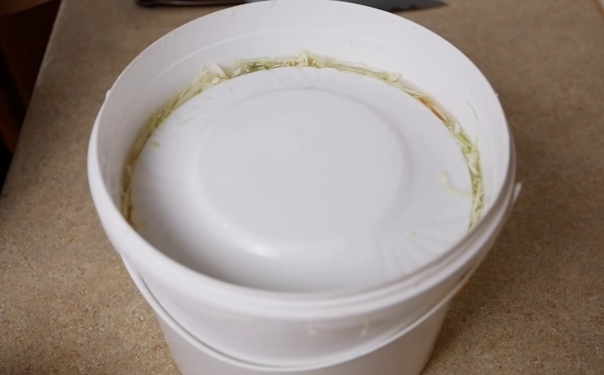 Хрустящая капуста без заморочек, или почему настоящая квашенка солится без воды