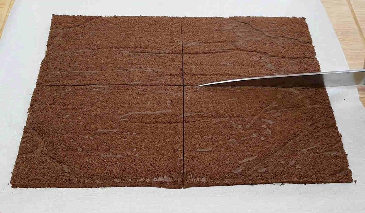 Многослойный шоколадный торт без муки, масла и сахара