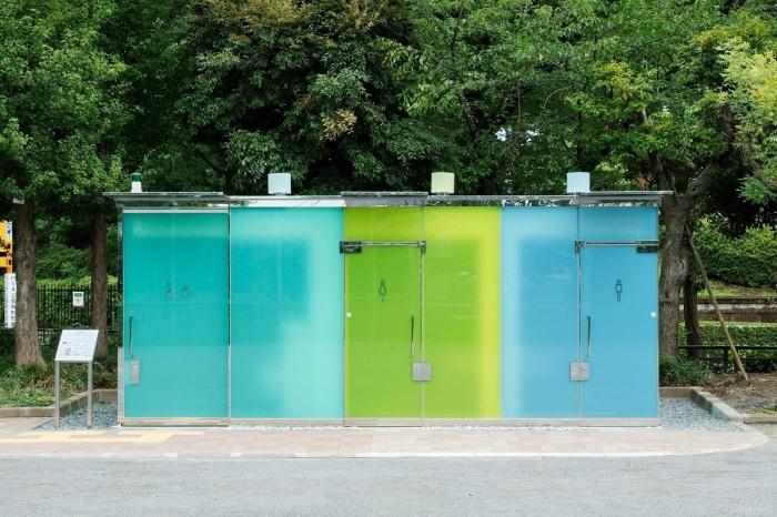 Зачем в Японии общественные туалеты на городских улицах сделали прозрачными