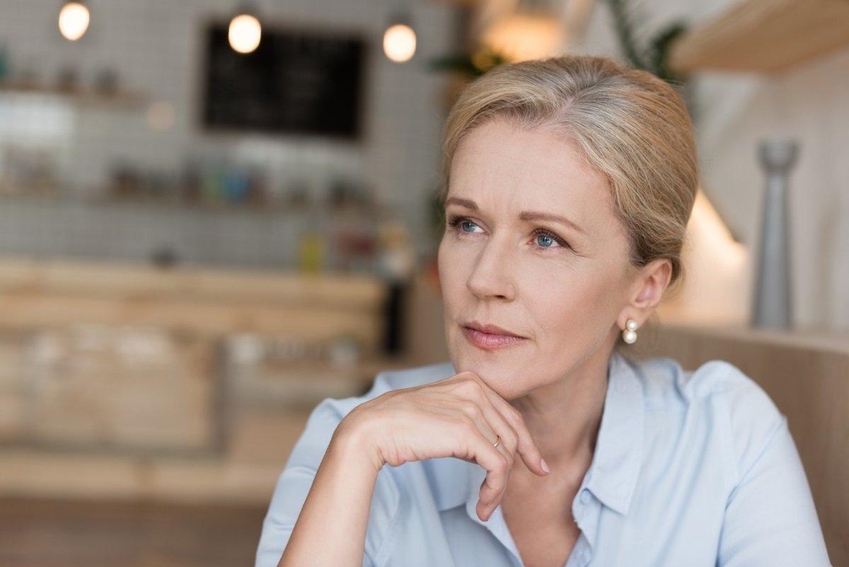 Какие женщины после пятидесяти отфутболивают женихов и живут в одиночестве