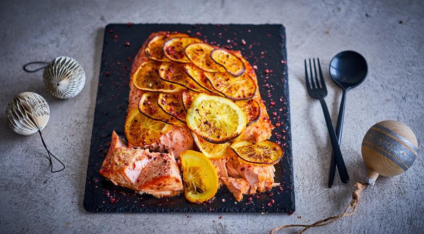 Лосось с апельсинами, терияки и розовым перцем