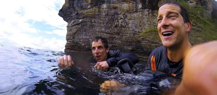 Мужчину смыло за борт, но он вспомнил трюк со штанами и продержался 3 часа в океане до спасения