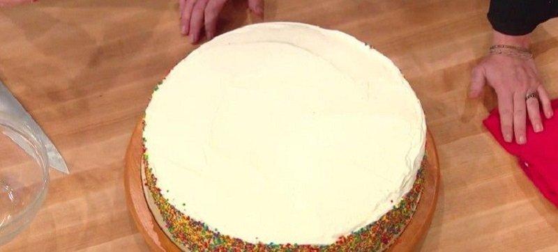 Как разрезать торт на идеально ровные части: простой поварской прием