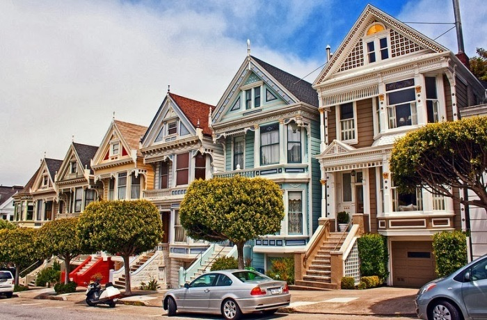 Красочная улица Сан-Франциско: как в мегаполисе сохранились викторианские дома «Painted Ladies»