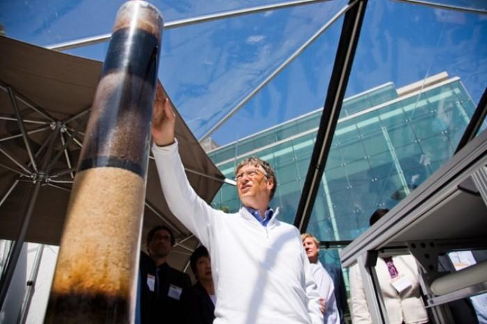 Билл Гейтс показал новый туалет, которому не нужна вода и канализация
