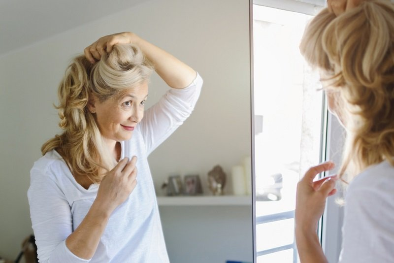 Почему дамы после шестидесяти так любят короткие стрижки