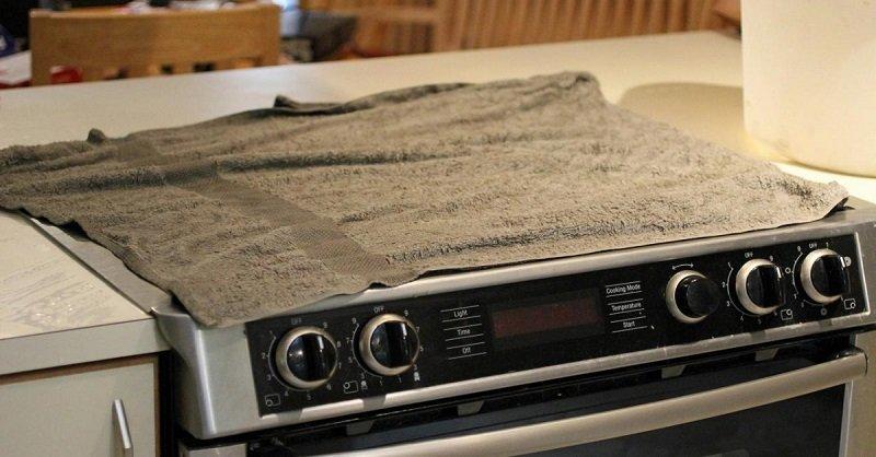 Трюк с плитой от смекалистой хозяйки. Понадобится старое полотенце.