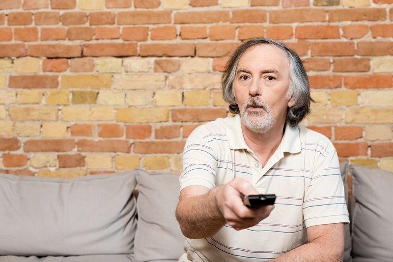Почему пенсионеру не стоит смотреть телевизор