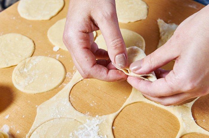 Идеальное тесто для пельменей «Без расклейки» на минеральной воде