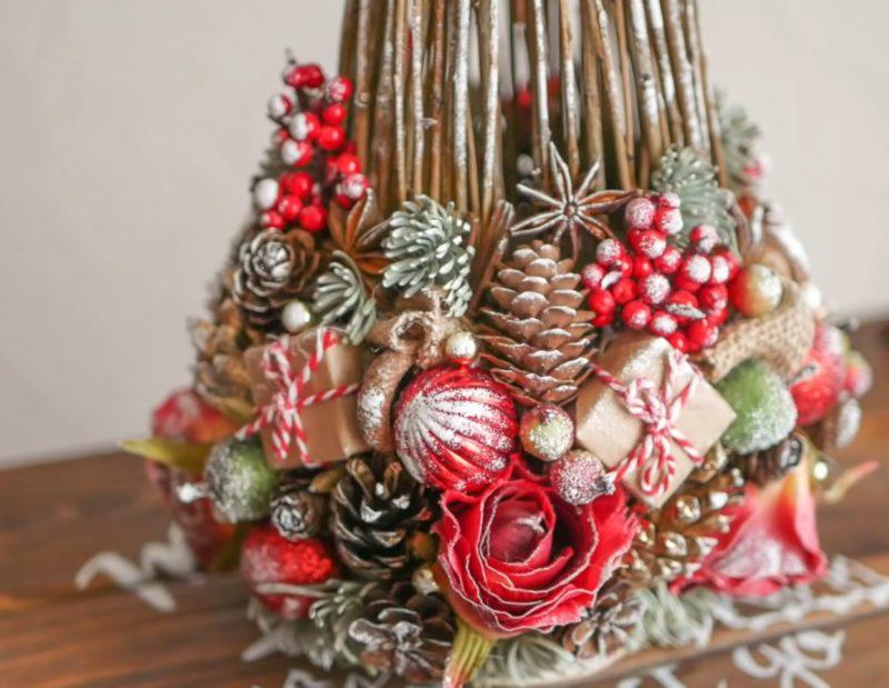 Необычная идея использования веточек для создания оригинального новогоднего декора