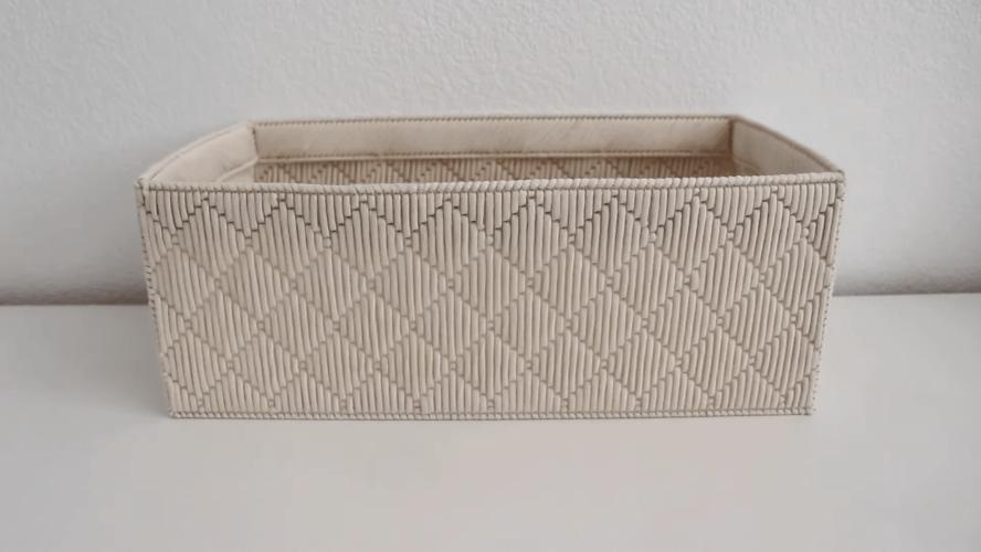 Техника, впечатляющая простотой и красотой. Практичная и симпатичная корзина на каркасной основе.