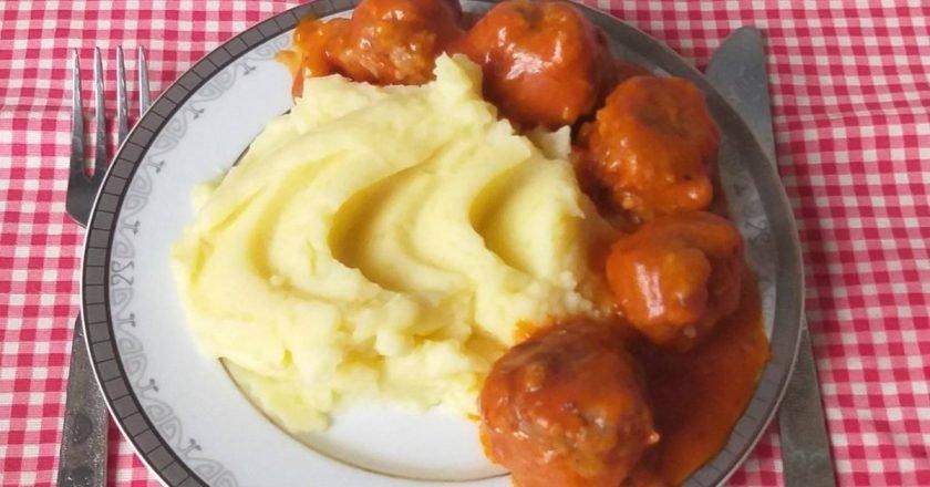 Те самые столовские тефтели в томатном соусе: рецепт из СССР