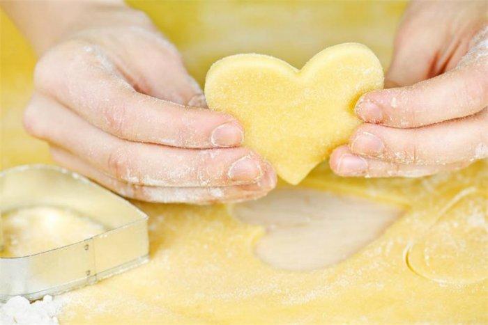 Действительно рассыпается во рту. Как приготовить быстрое песочное тесто для печенья и пирогов: любимая выпечка вкусна как никогда SOVKUSOM.RU Как прготовить быстрое песочное тесто для печенья и пирогов: любимая выпечка вкусна как никогда