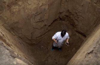 Как можно выбраться из глубокой ямы, не имея под рукой специального снаряжения